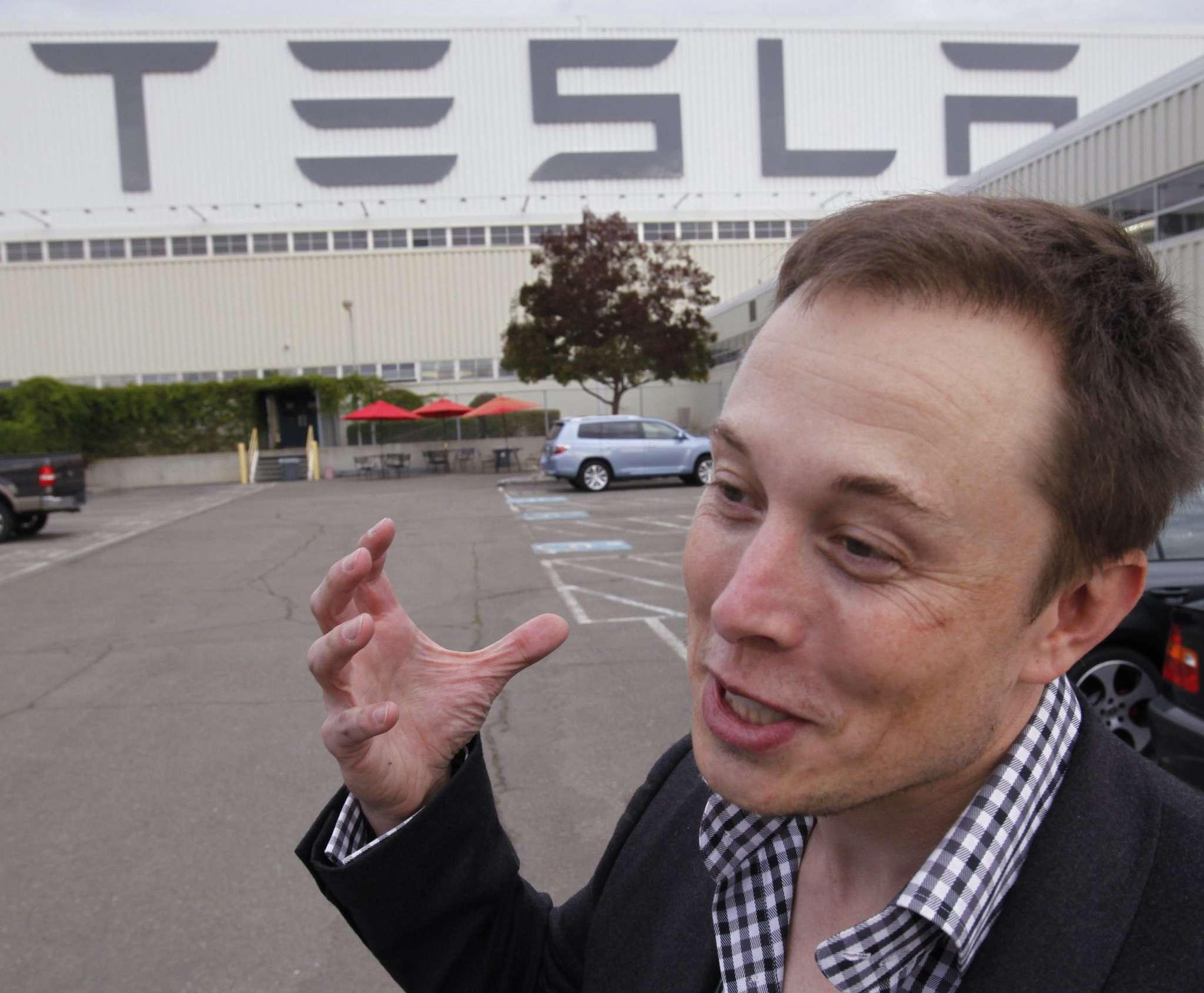 Among Penn´s billionaire graduates are casino mogul Steve Wynn, left, and Tesla Motors CEO Elon Musk.