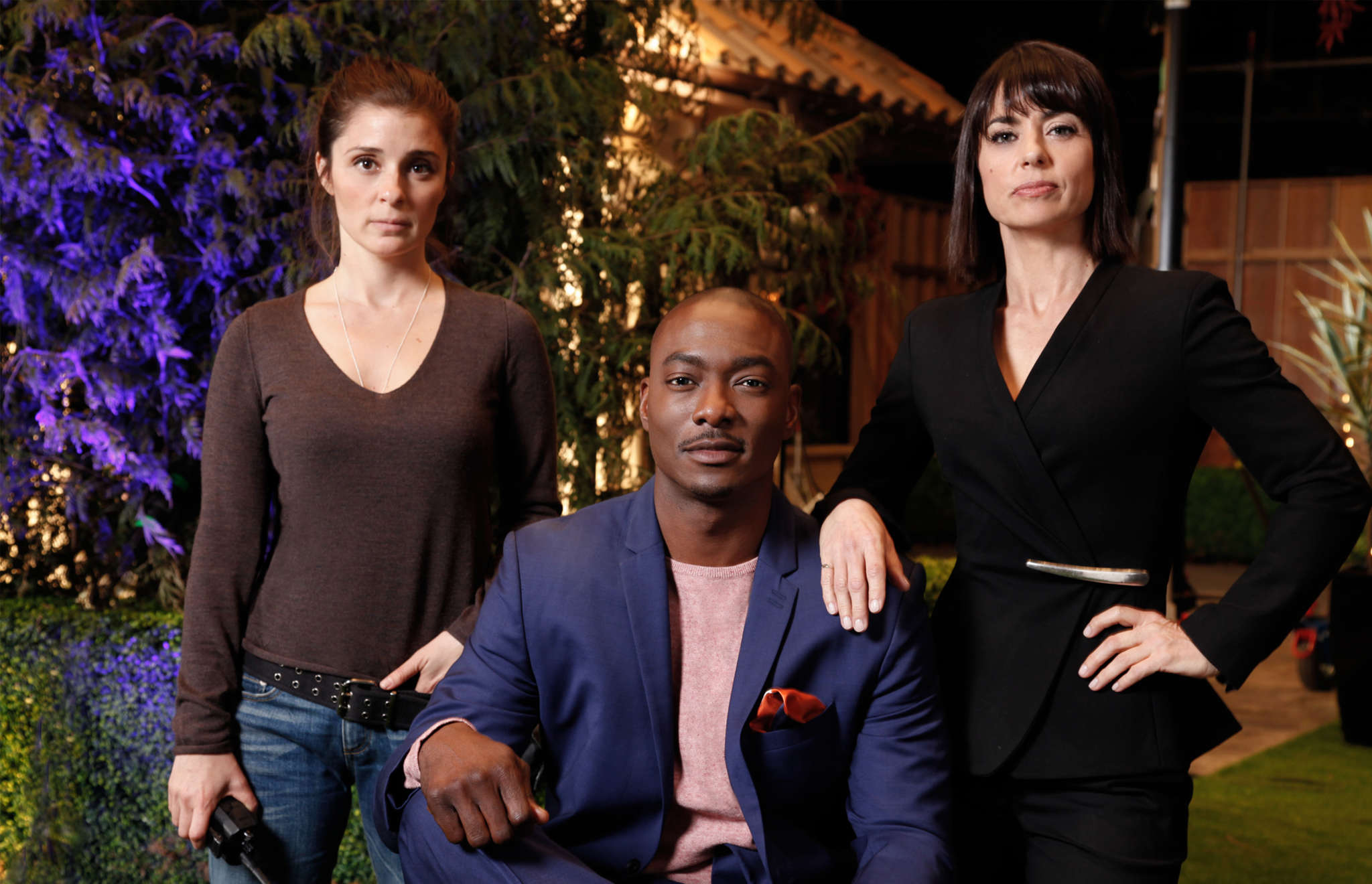 """A recent """"UnReal"""" episode, with Shiri Appleby (left), B.J. Britt, and Constance Zimmer, showed how TV shouldn´t handle the issue of police violence and African Americans."""