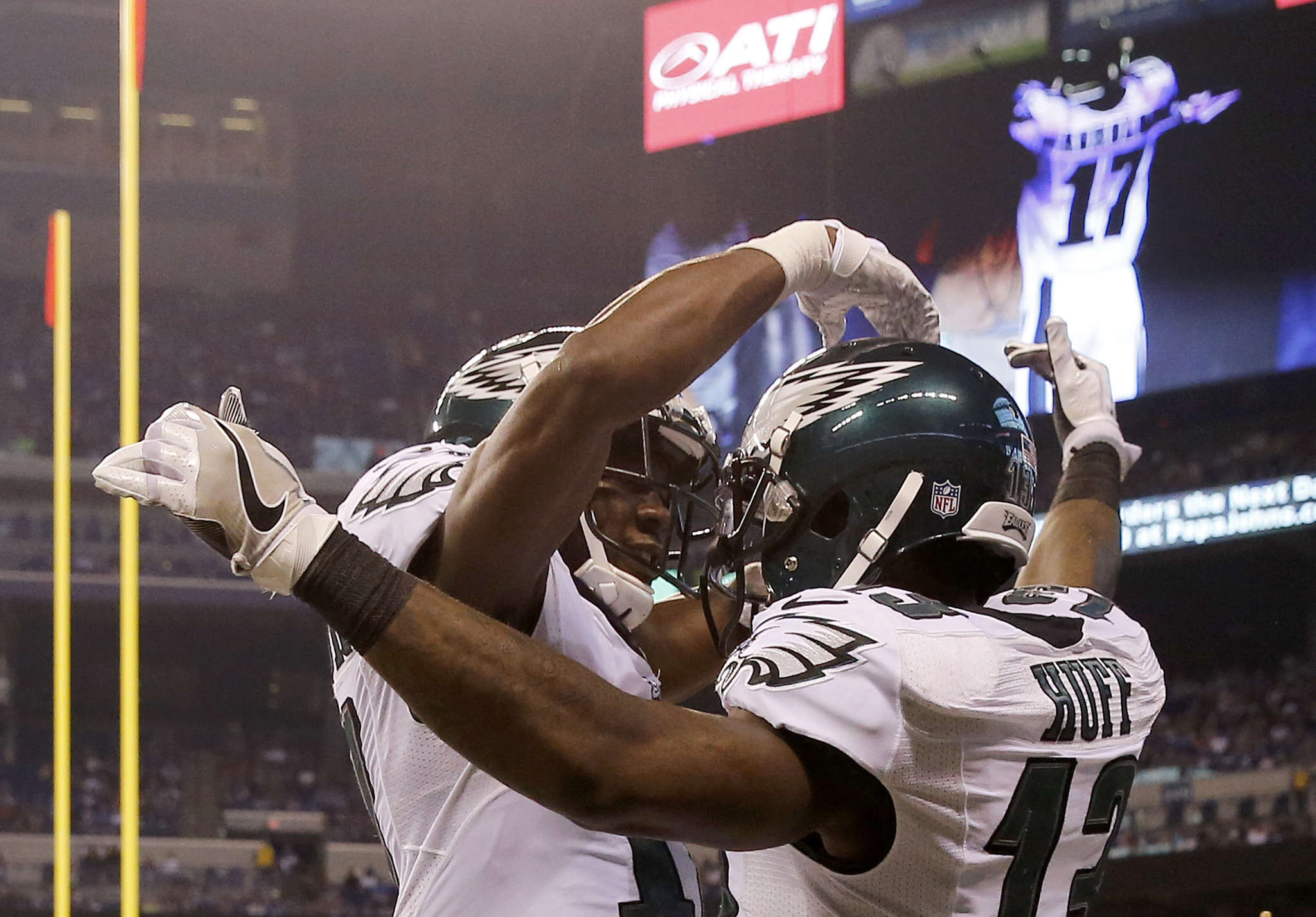 Eagles´ Josh Huff (right) celebrates with Nelson Agholor after scoring second-quarter touchdown against Colts.