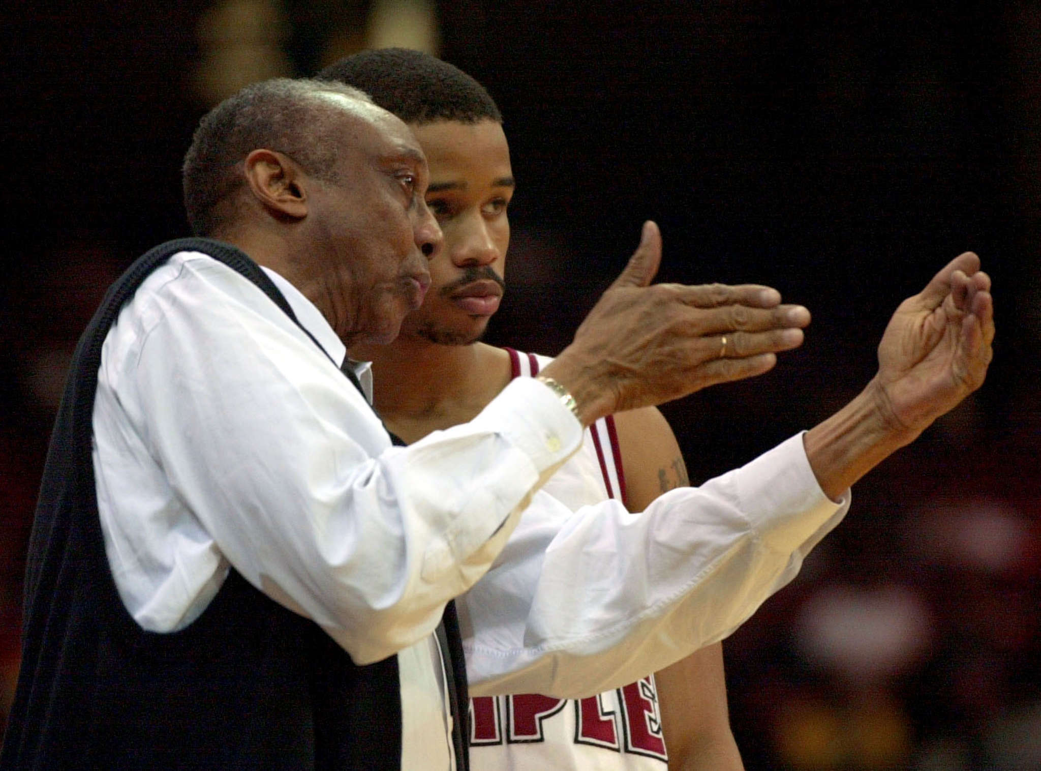 John Chaney, Lynn Greer during a victory over UMass in March 2001.
