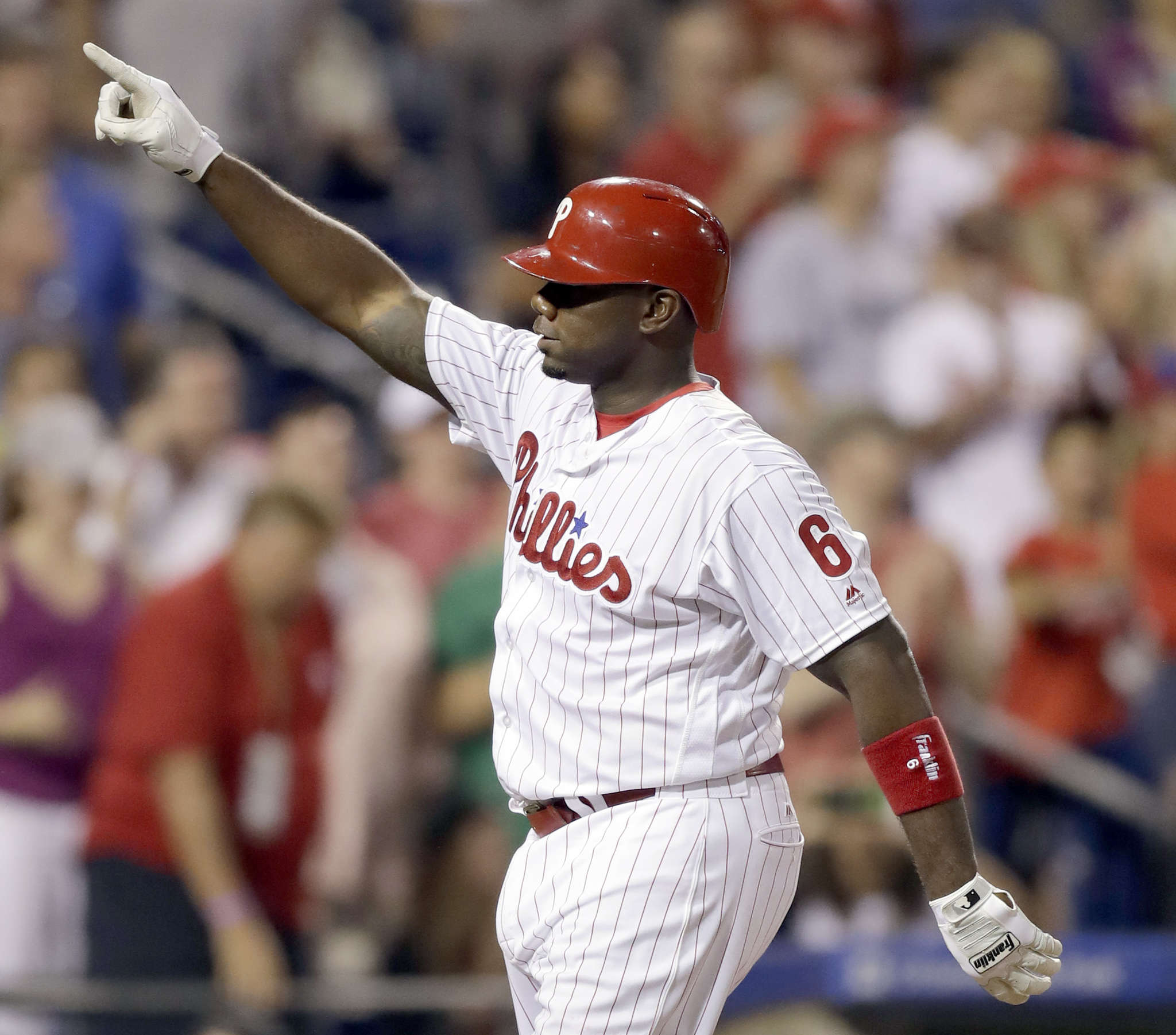 Phillies´ Ryan Howard celebrates a homer against the Giants in August. YONG KIM / Staff Photographer