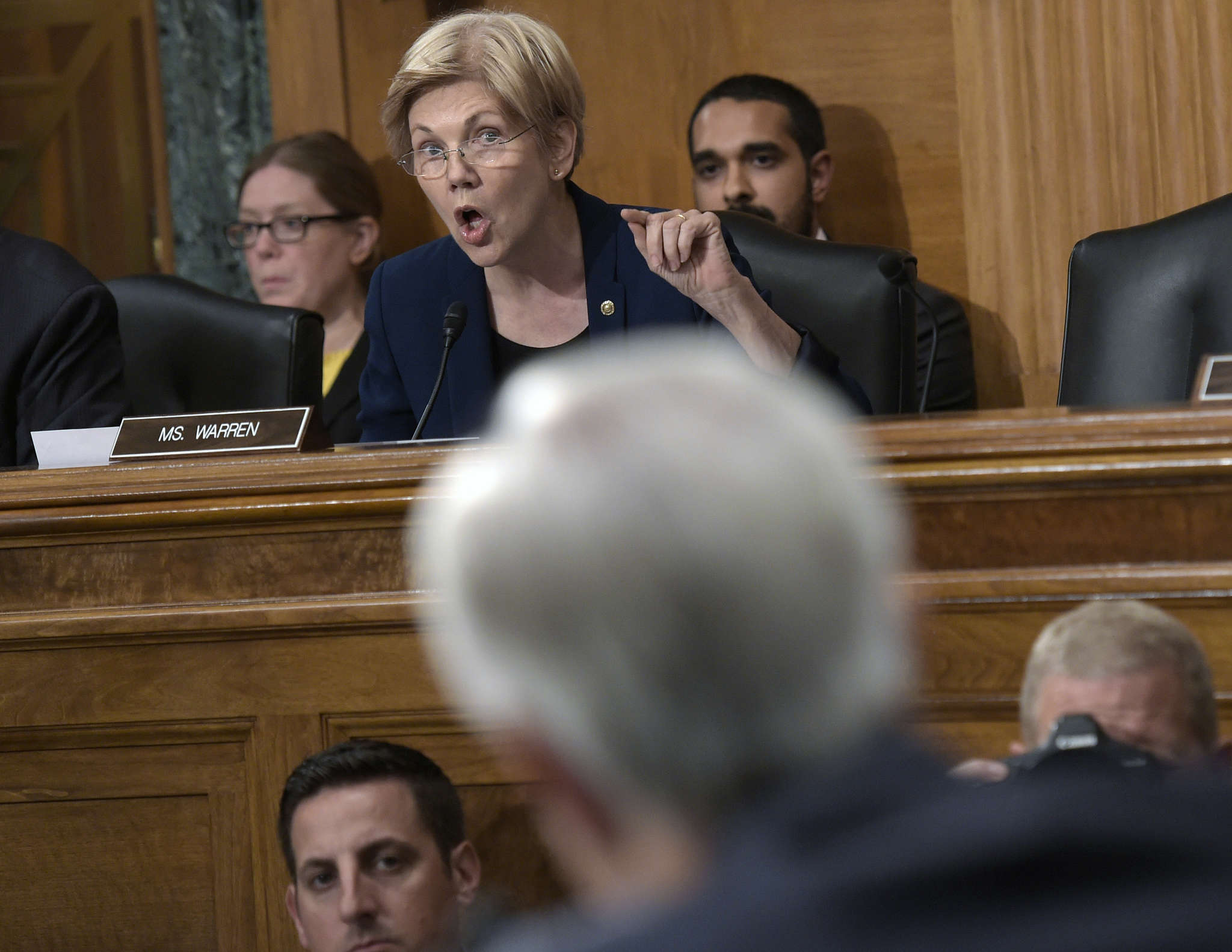 Sen. Elizabeth Warren hammers Wells Fargo CEO John Stumpf during hearings into the bank´s practice of encouraging its workers to open fake accounts to pad its books, and then firing them.