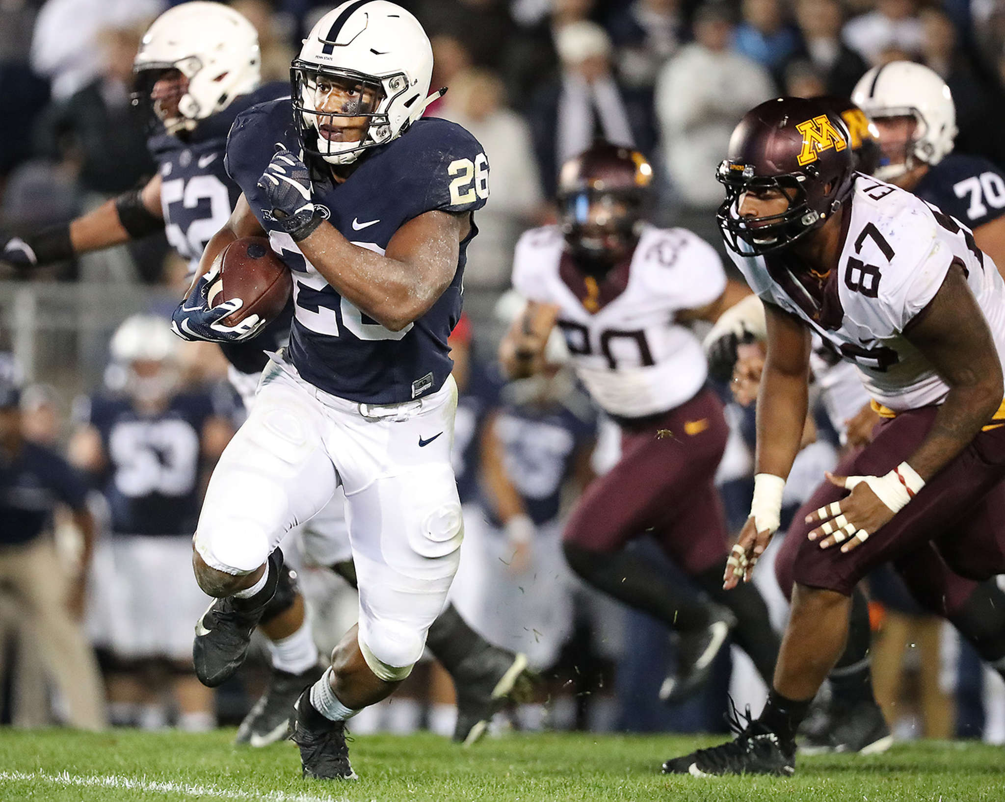 Penn State´s Saquon Barkley outruns Minnesota defenders en route to game-winning touchdown in overtime.