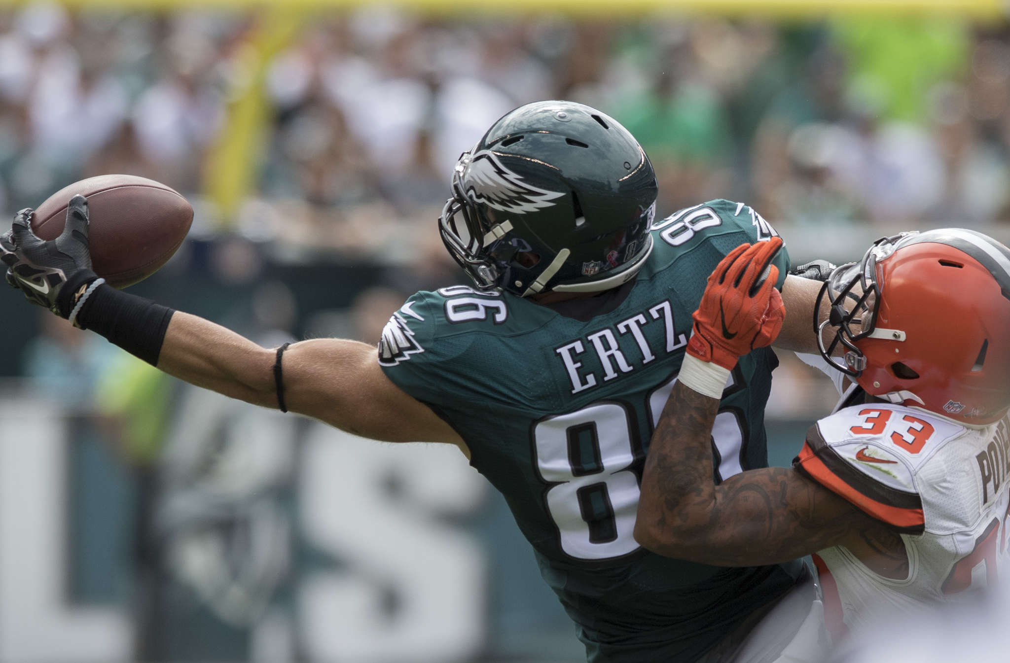 Eagles tight end Zach Ertz makes a one-handed grab against the Browns in the opener Sept. 11. CLEM MURRAY / Staff Photographer