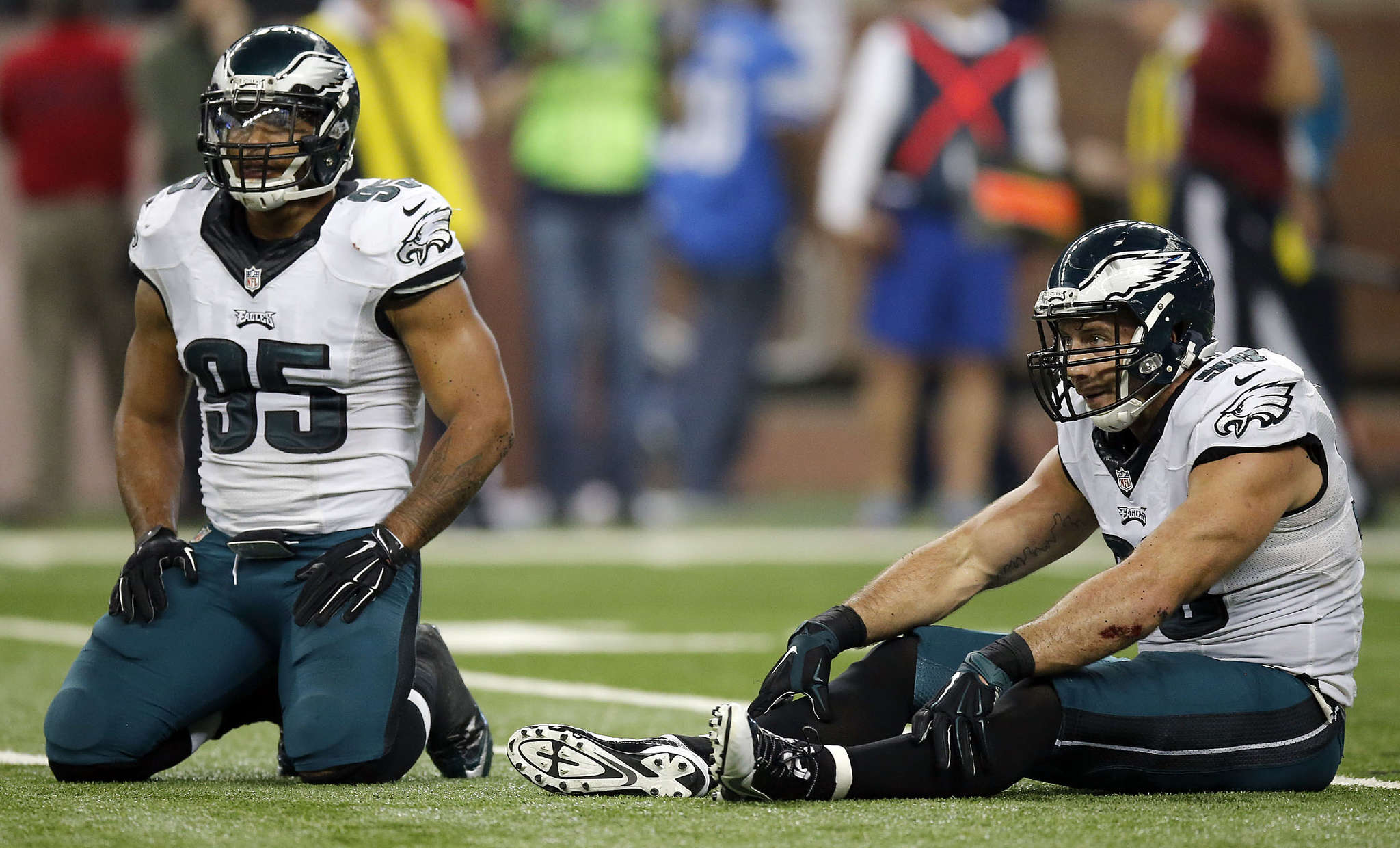 Mychal Kendricks (left), Connor Barwin after one of Lions´ six touchdowns last Thanksgiving. YONG KIM/Staff Photography