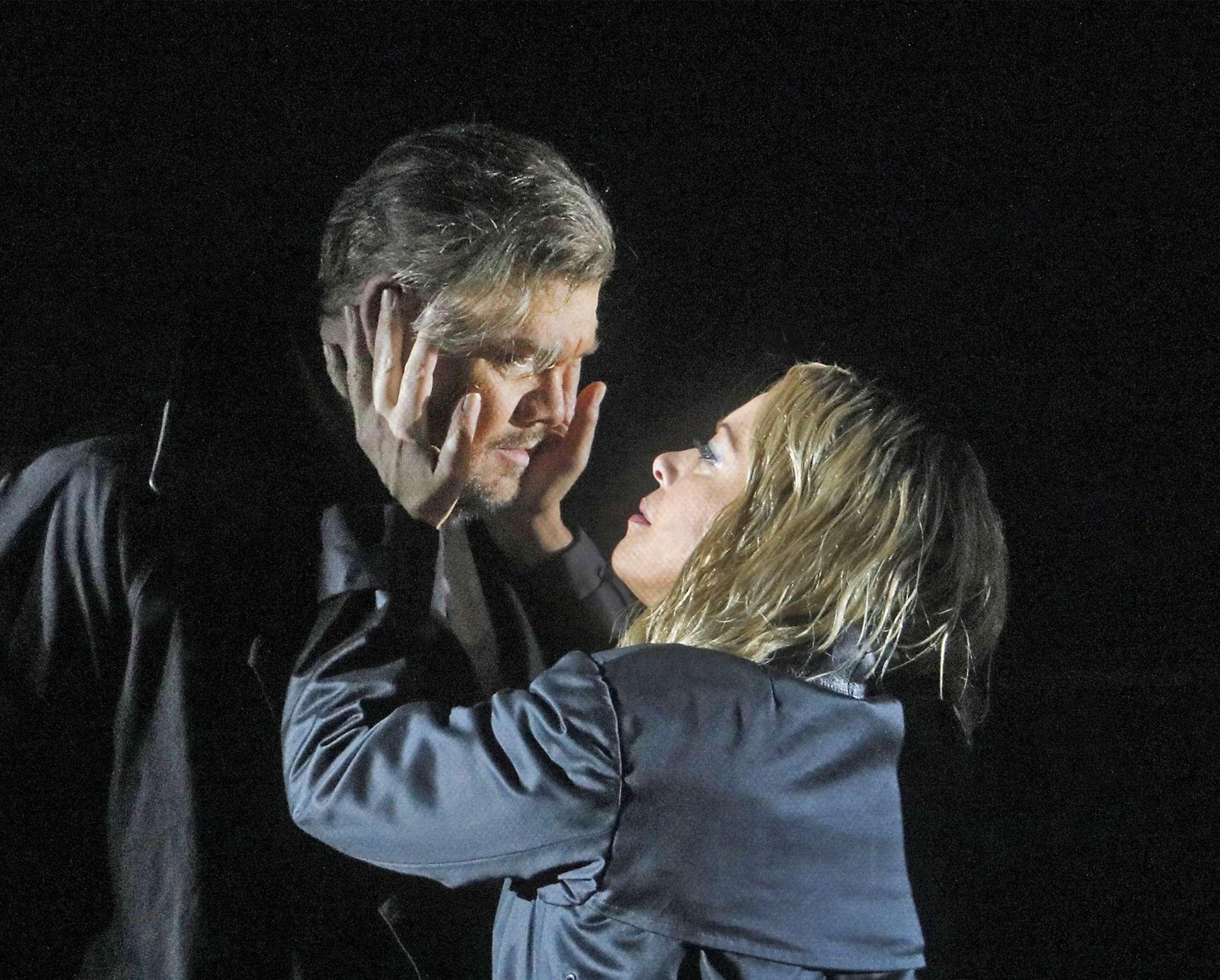 """Stuart Skelton and Nina Stemme in """"Tristan und Isolde."""""""