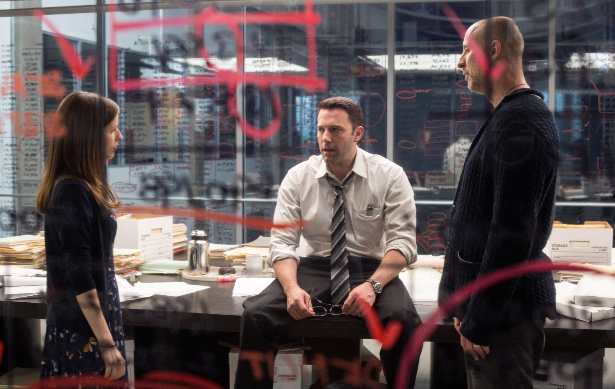 """Gavin O´Connor with Anna Kendrick and Ben Affleck. O´Connor says Affleck, """"having walked in [director´s] shoes, what he does as an actor is he shows up and he knows his lines, he´s never late."""""""