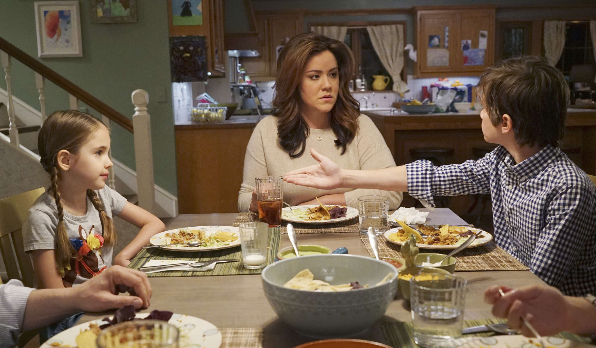 "ABC´s newest comedy, ""American Housewife,"" stars Katy Mixon (center) in the title role, with Julia Butters and Daniel DiMaggio."