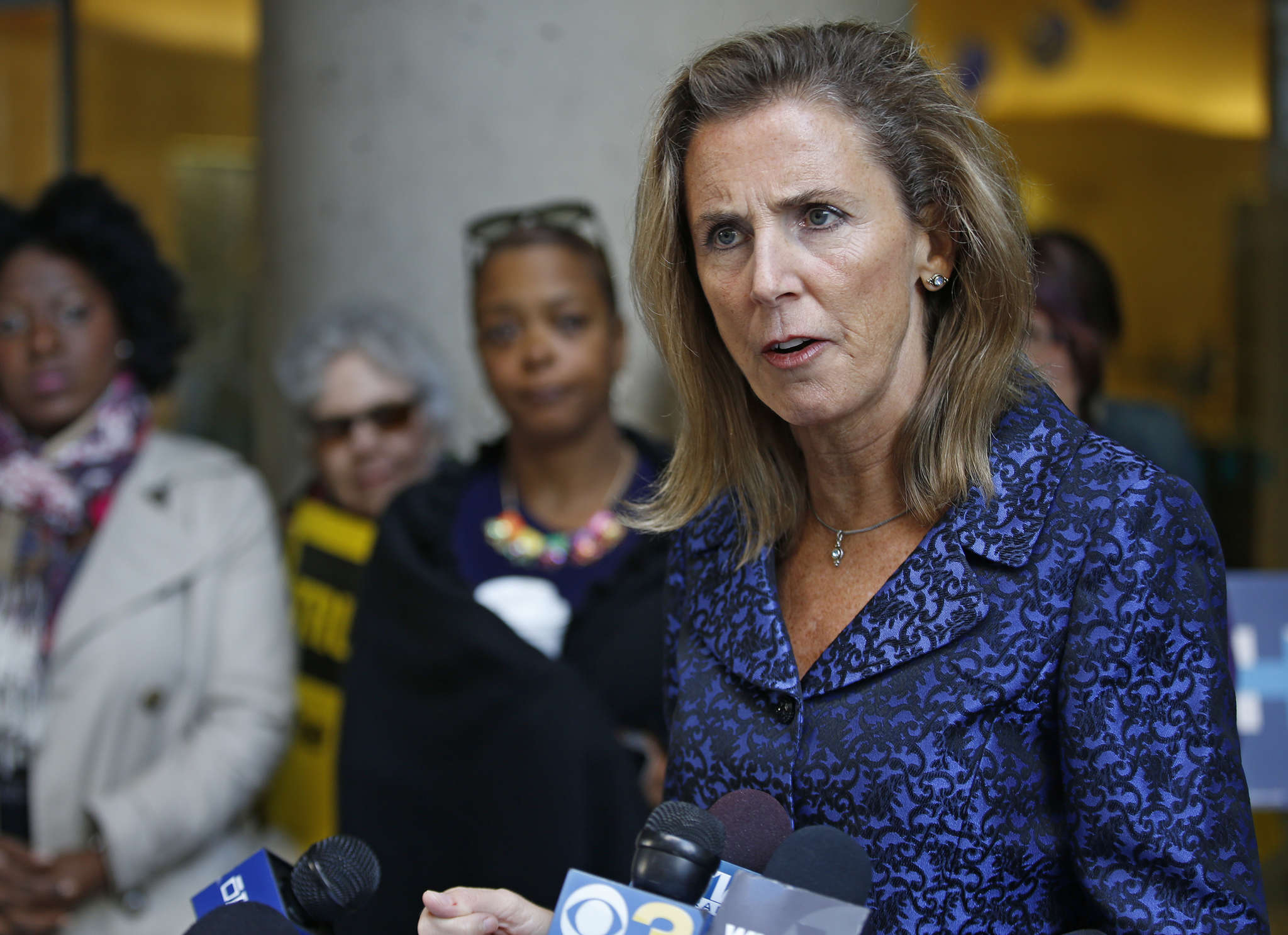 Katie McGinty in Philly with female leaders calling on Sen. Pat Toomey to disavow Donald Trump. MICHAEL BRYANT / Staff Photographer