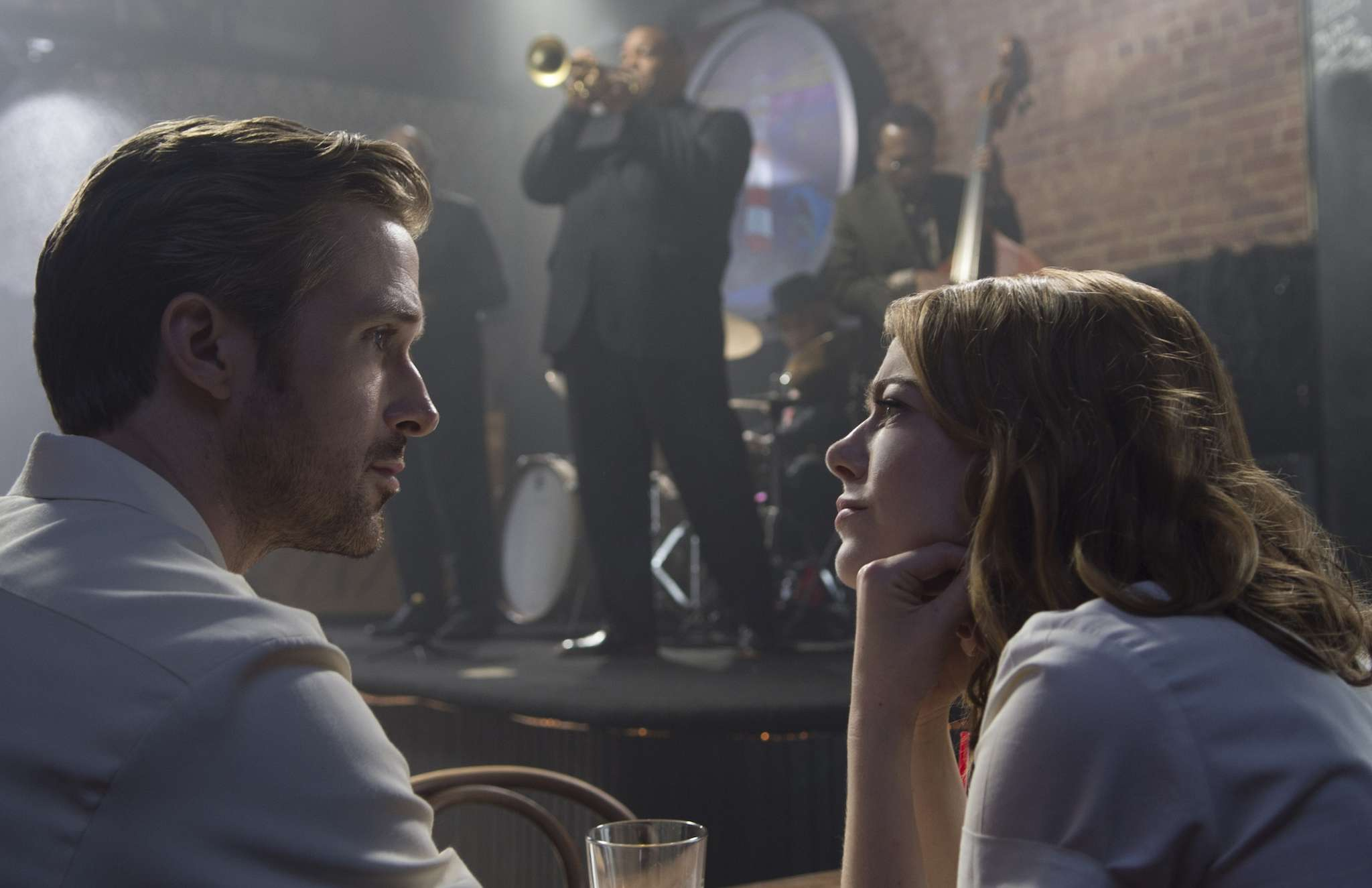 "Ryan Gosling and Emma Stone star in Damien Chazelle´s ""La La Land,"" charming love story, which also pays tribute to classic movie musicals."