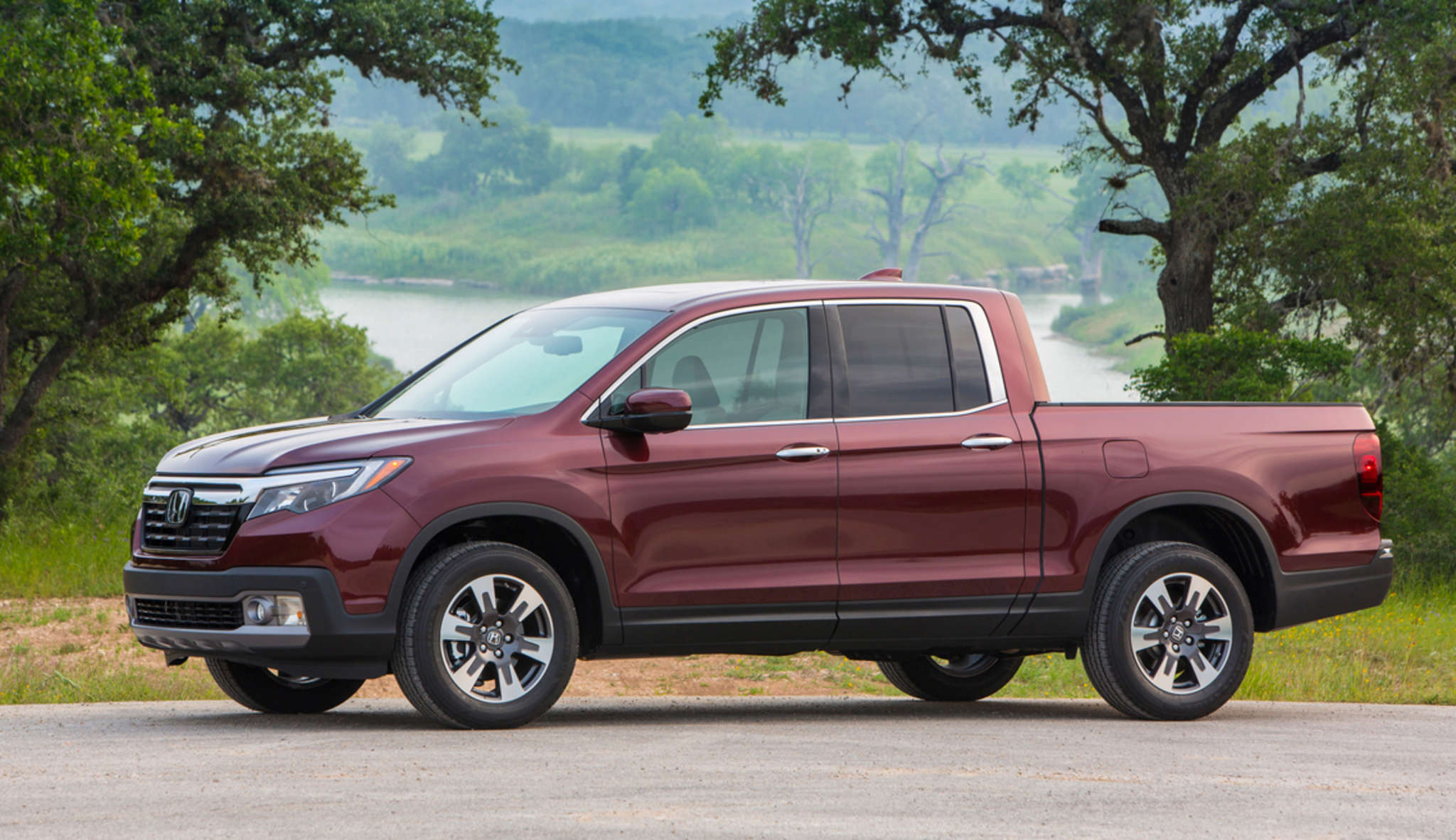 The 2017 Honda Ridgeline, back after a three-year hiatus, combines comfort, ride, and fuel economy.