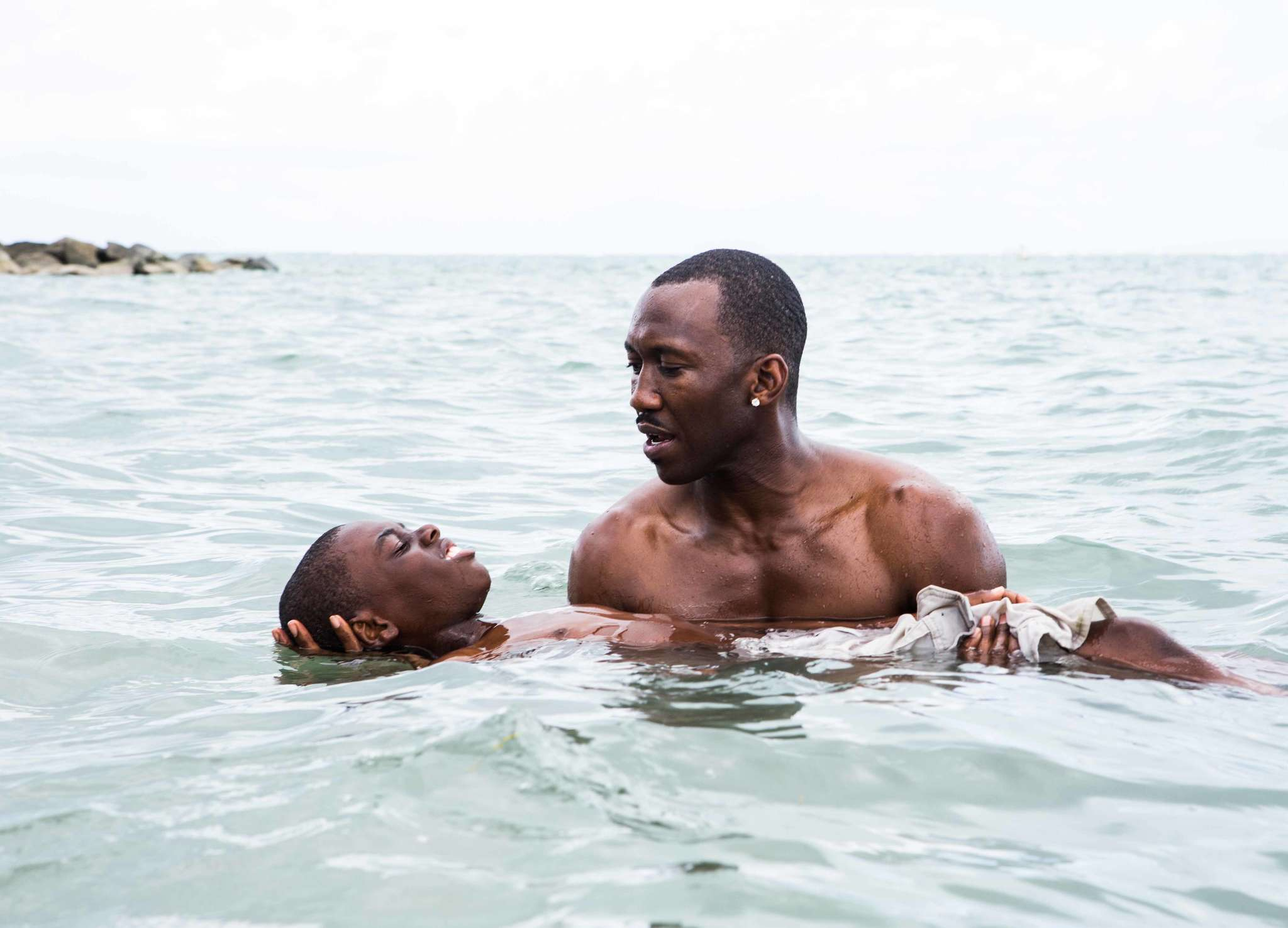 "Mahershala Ali holds Alex Hibbert in a scene from ""Moonlight,"" which tells one person´s story at three ages."