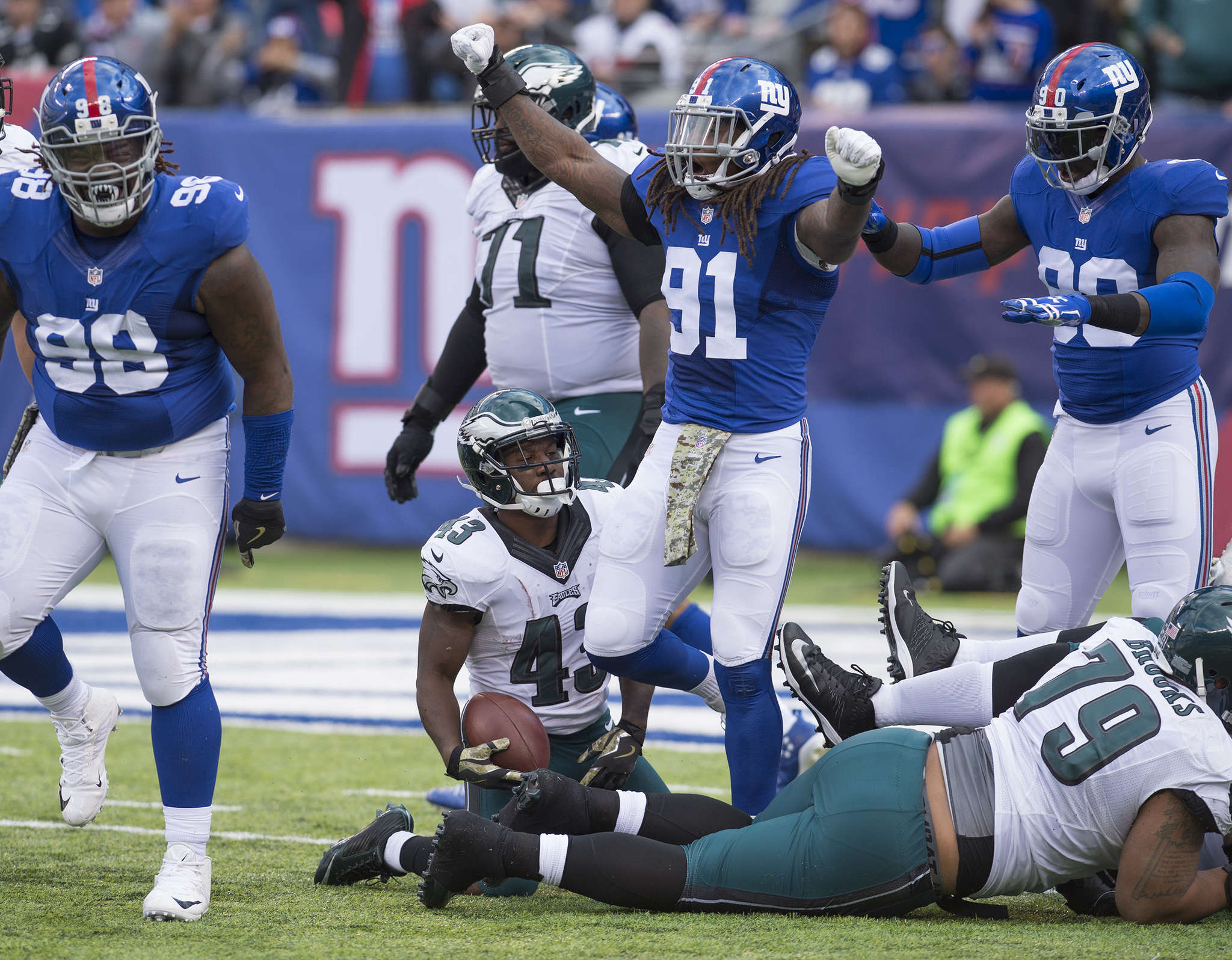 Eagles´ Darren Sproles looks dejectedly at jubilant Giants´ defenders after failing to get first down on fourth-and-1 in second quarter.