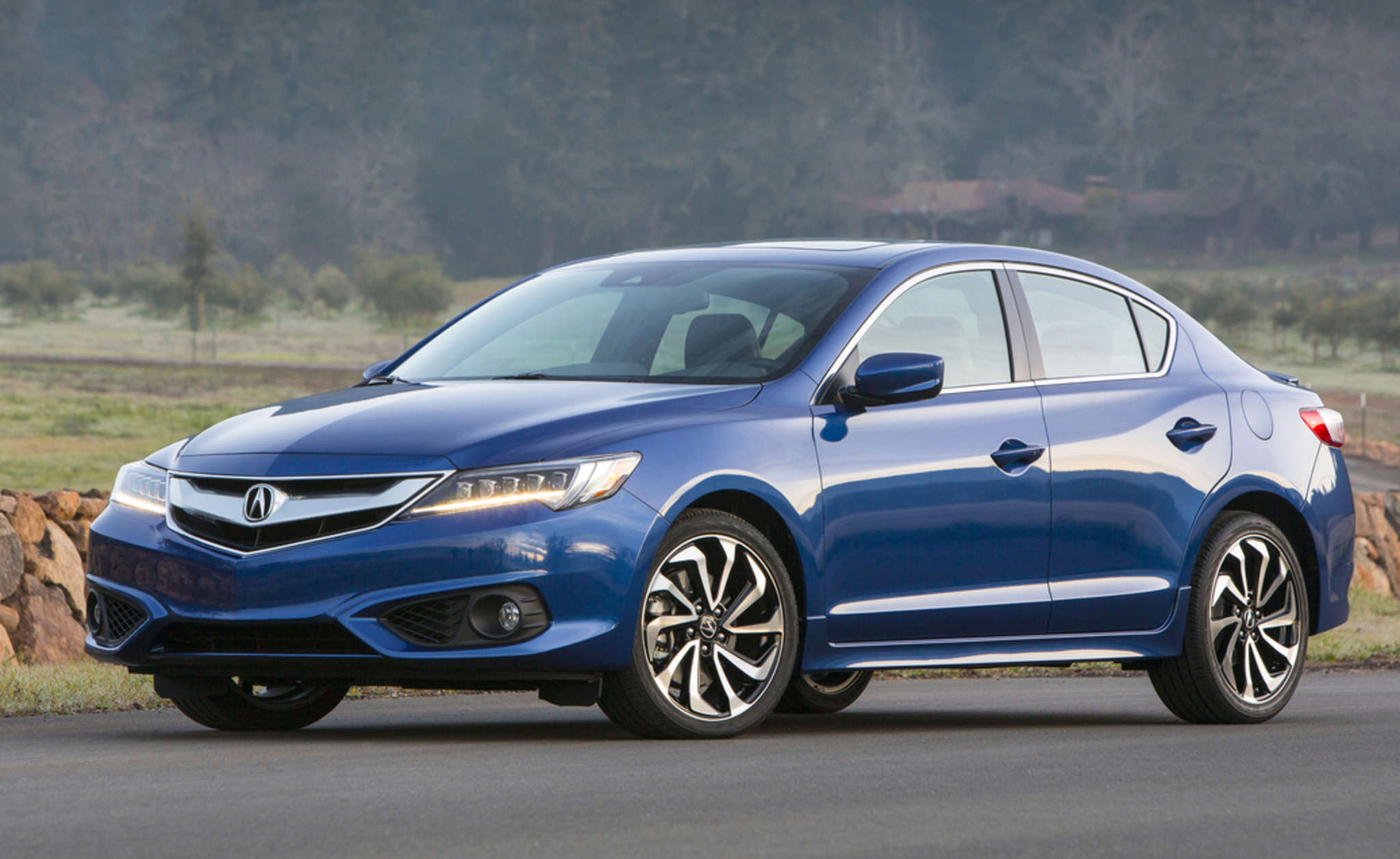 The 2017 Acura ILX may be based on the Honda Civic, but its exterior is much more attractive and upscale.