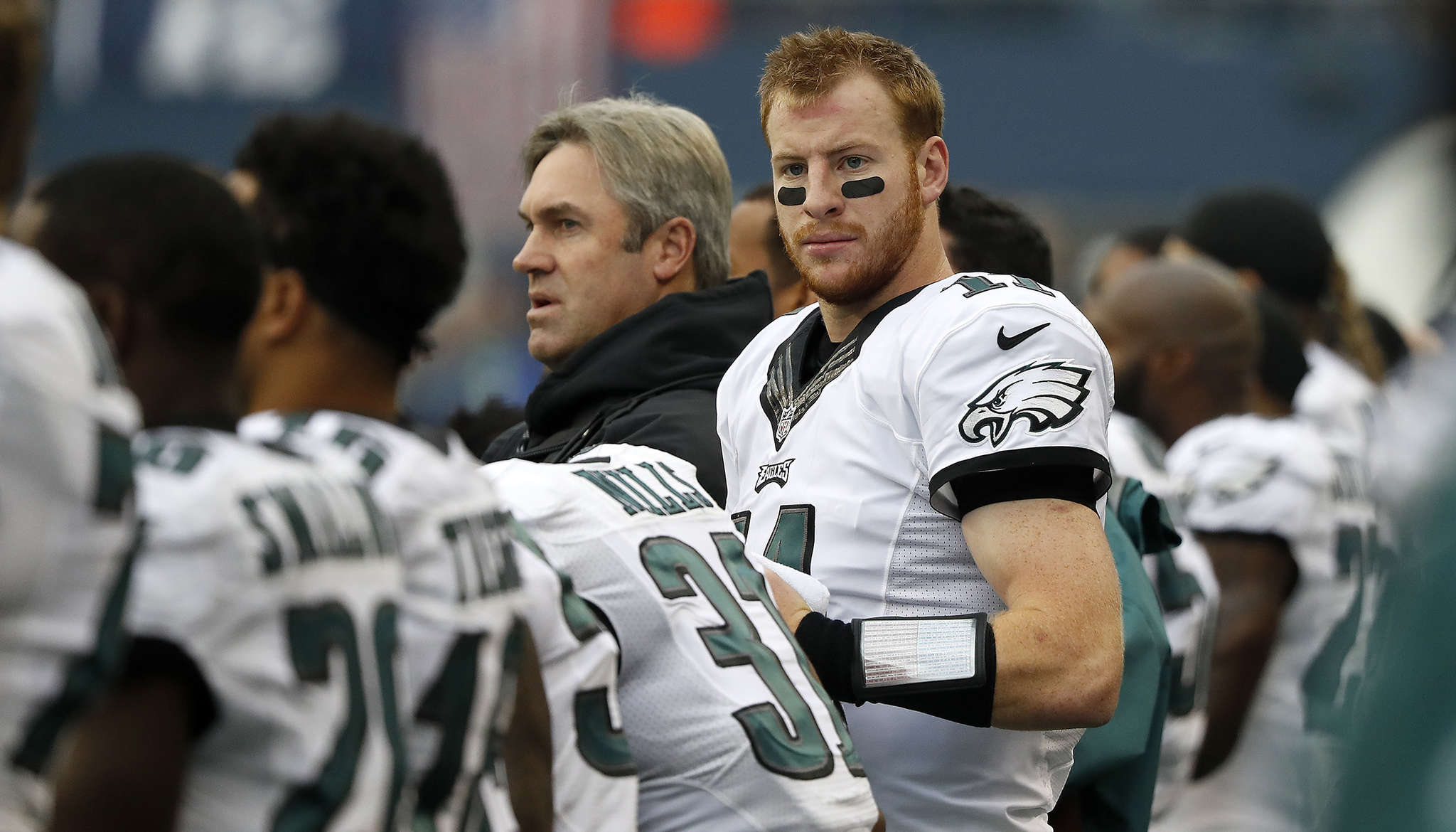 Carson Wentz´s stats have gone down but praise remains high for him around the league.