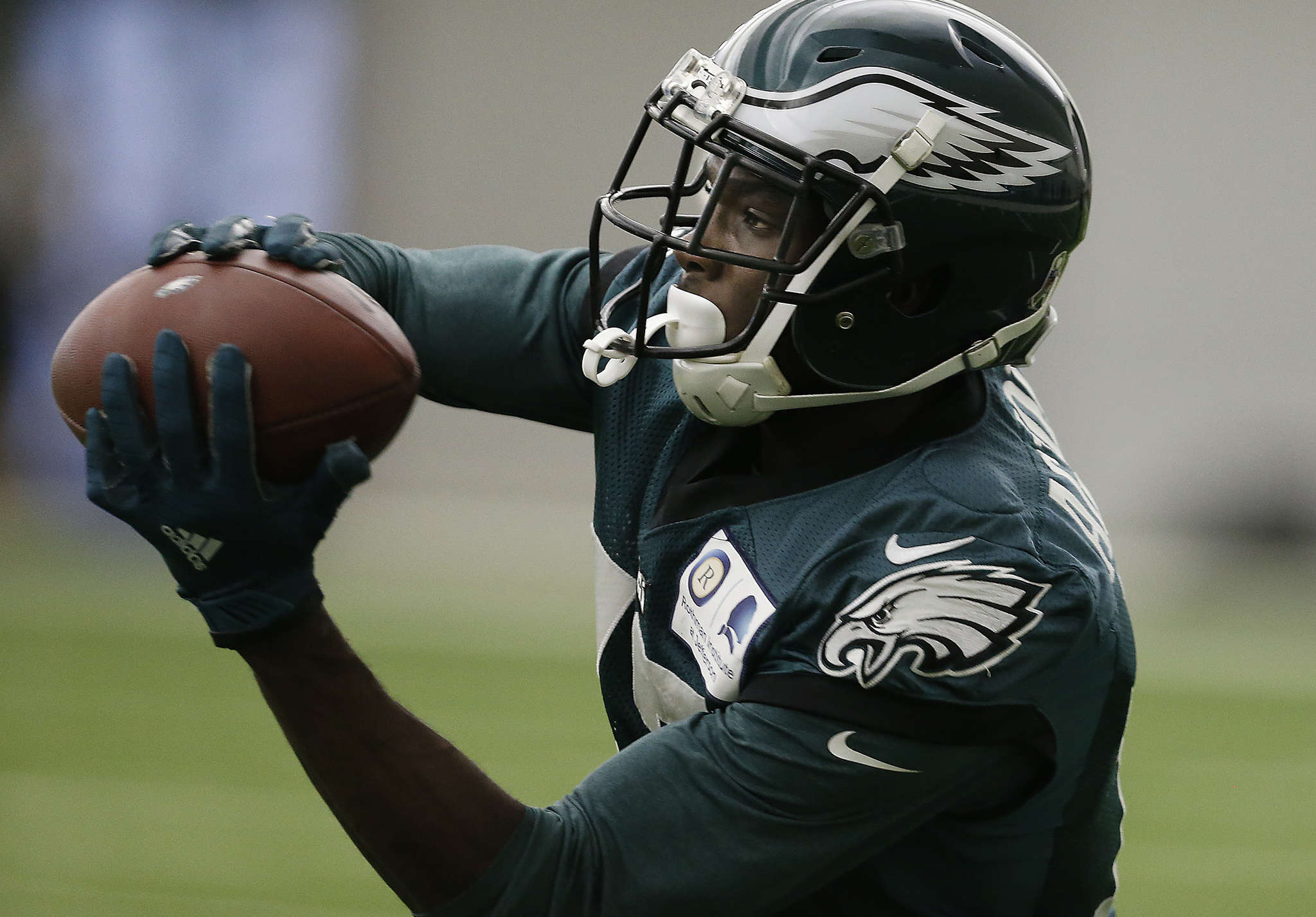 Eagles´ Nelson Agholor has just one touchdown this season and is averaging just 9.8 yards per catch.