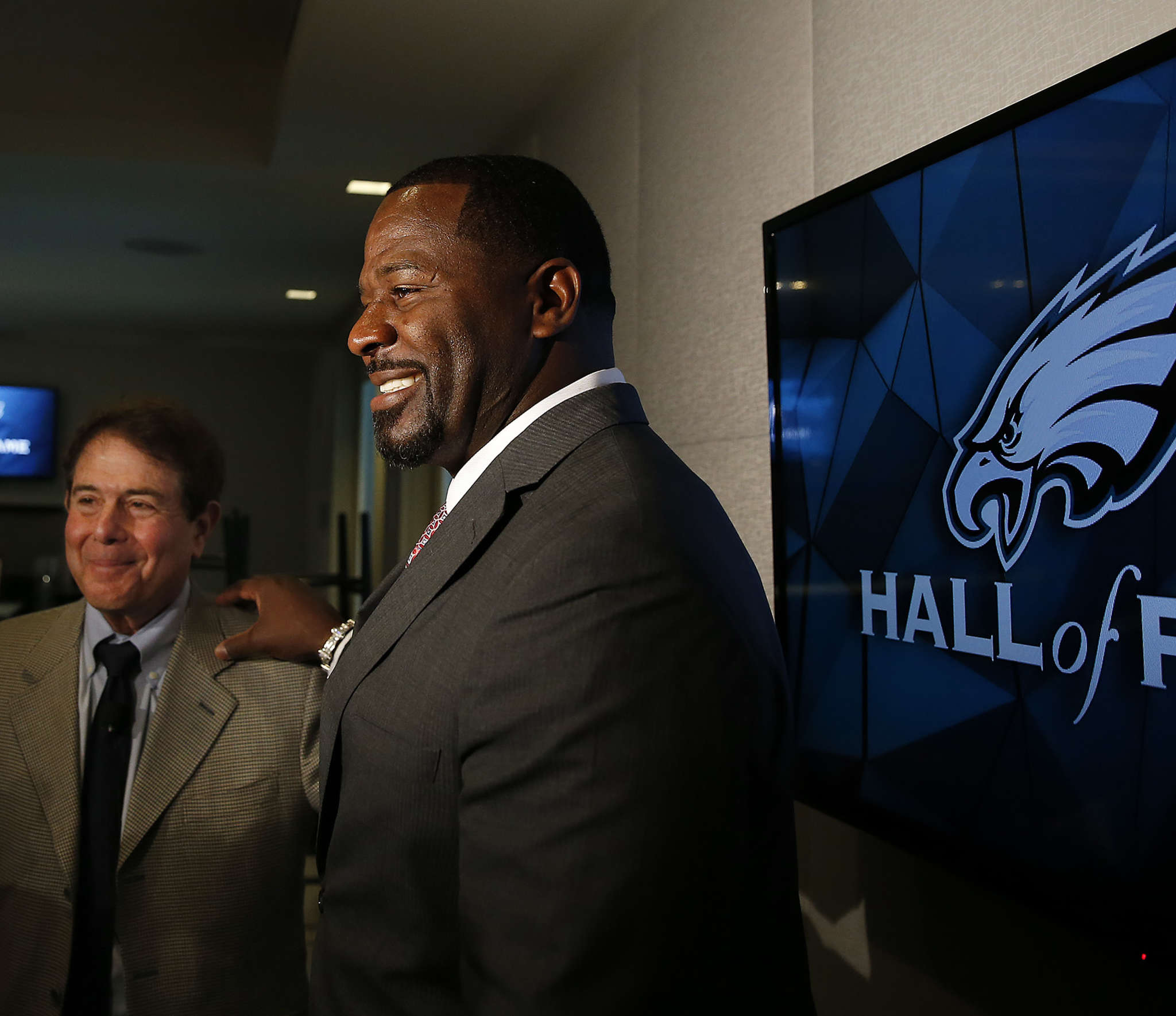 Merrill Reese (left) and Jeremiah Trotter are the newest members of the Eagles Hall of Fame. DAVID MAIALETTI / Staff Photographer