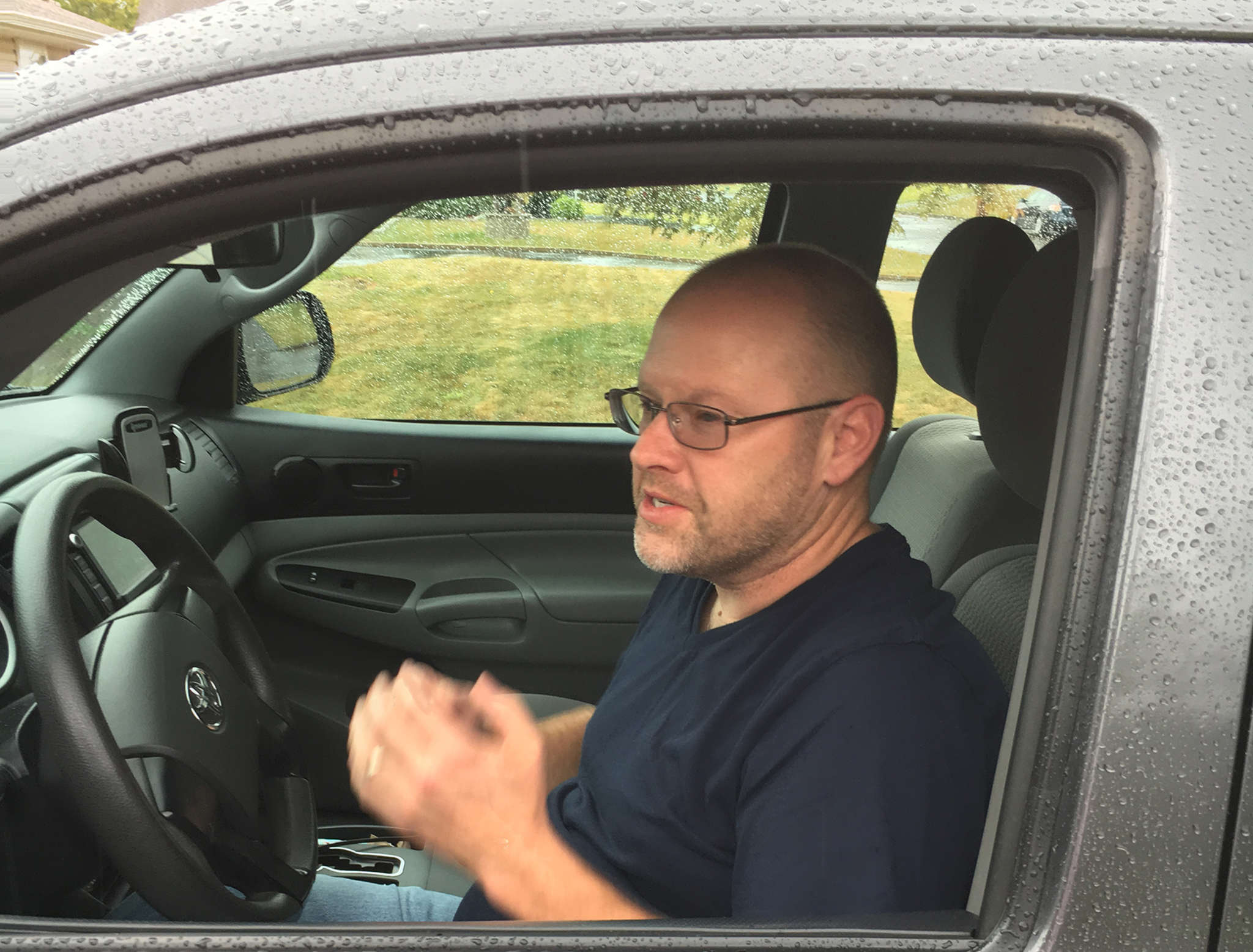 Shawn Gill lost his driver´s license in a case of stolen identity. He is now suing the Police Department for lost wages while he was unable to drive for Uber and Lyft.