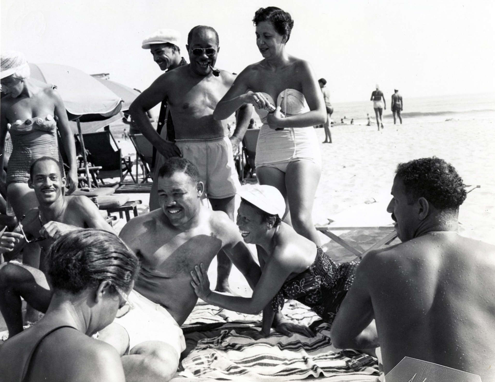 Heavyweight boxing champion Joe Louis (center) with friends on Chicken Bone Beach, Atlantic City (1952).