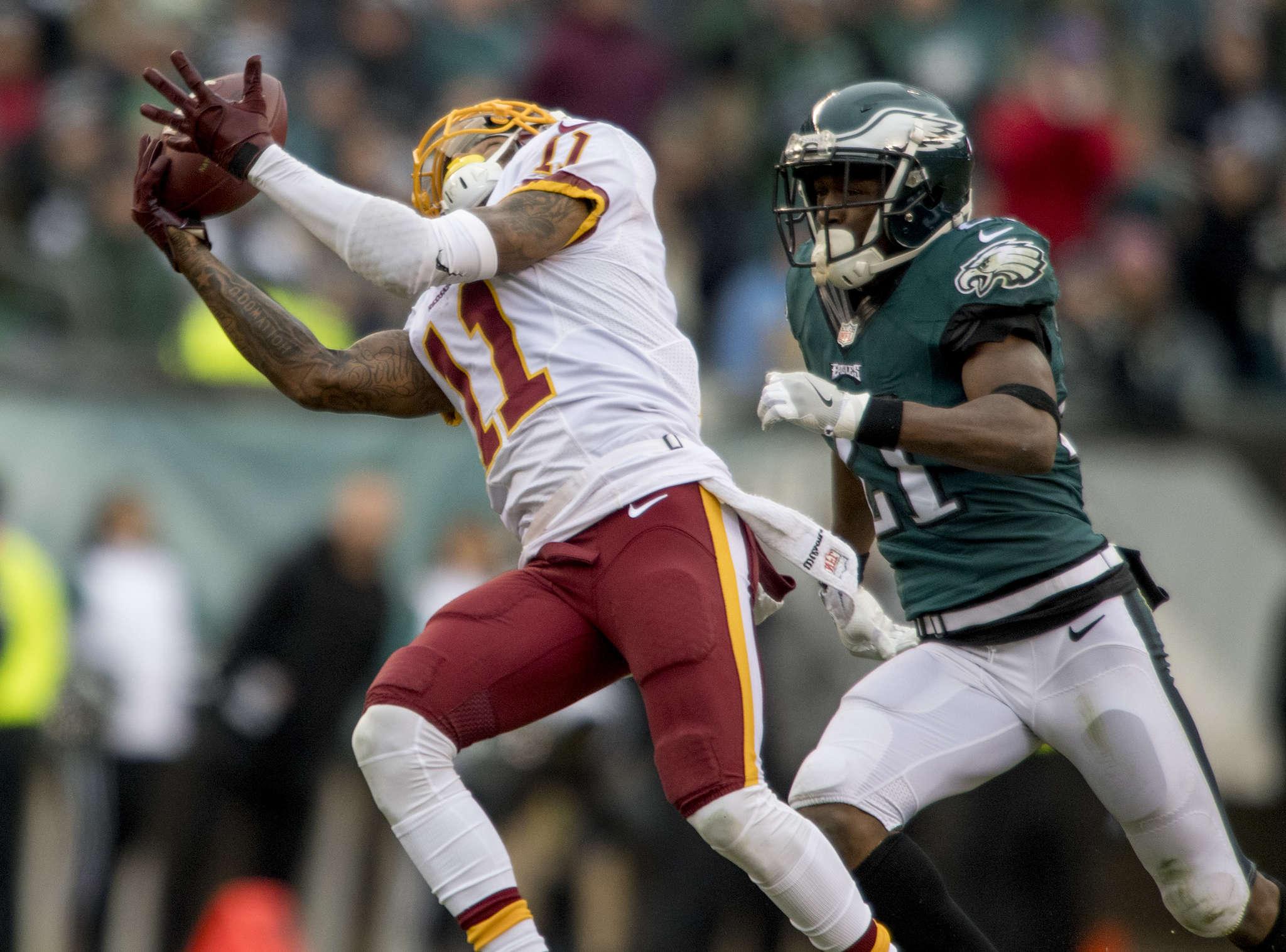 Redskins´ DeSean Jackson hauls in 80-yard touchdown pass in front of Eagles´ Leodis McKelvin in third quarter.