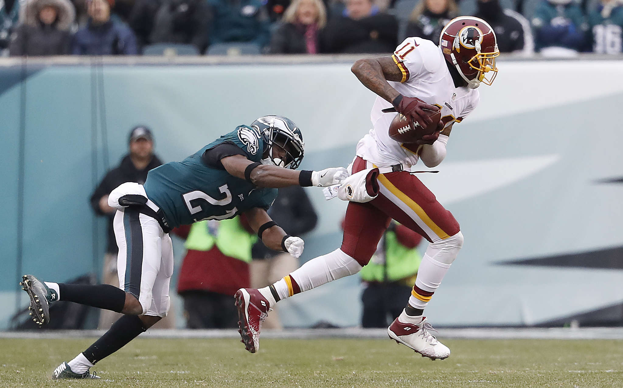 Redskins´ DeSean Jackson beats Eagles´ Leodis McKelvin on 80-yard touchdown pass in third quarter. DAVID MAIALETTI / Staff Photographer