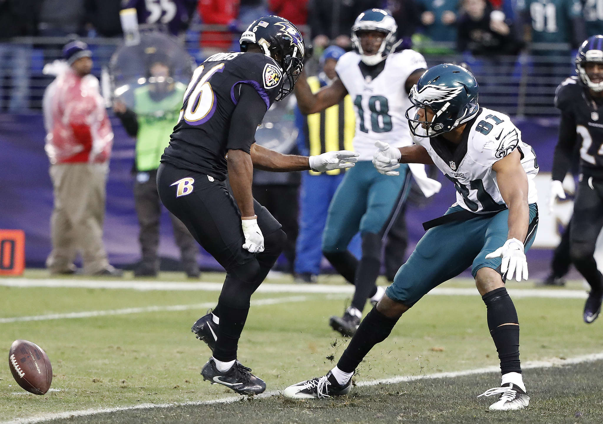 The ball bounces away from Eagles´ Jordan Matthews after Ravens´ Jerraud Powers defended on the two-point conversion attempt. DAVID MAIALETTI / Staff Photographer