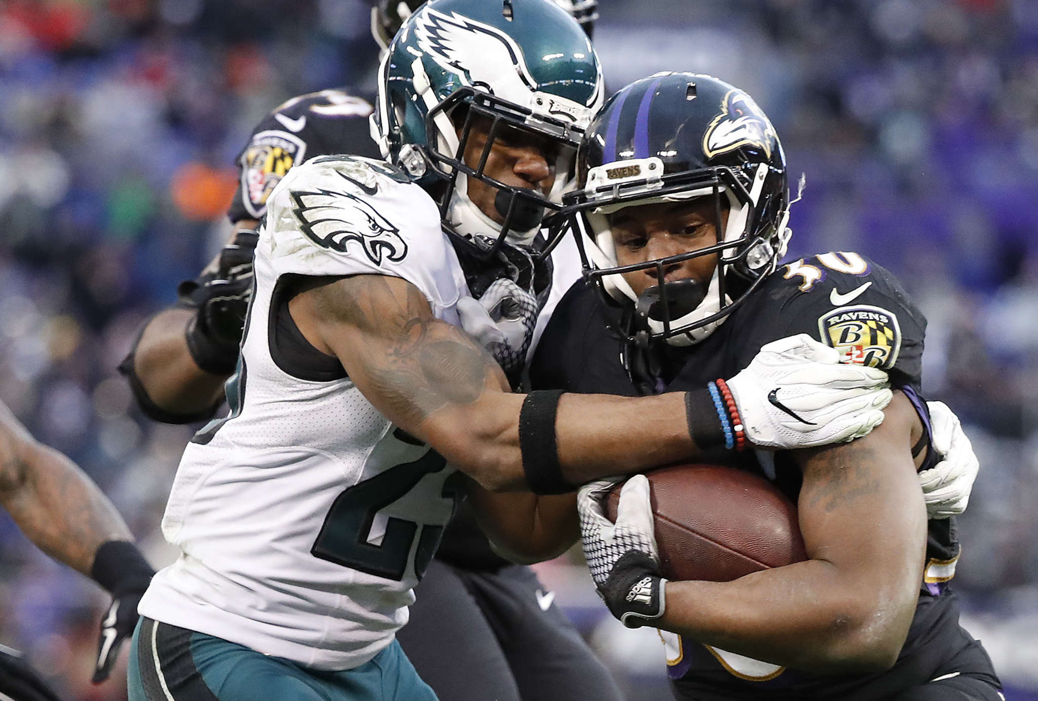 Eagles´ Rodney McLeod arrives late to Ravens´ Kenneth Dixon, who scores. DAVID MAIALETTI / Staff Photographer