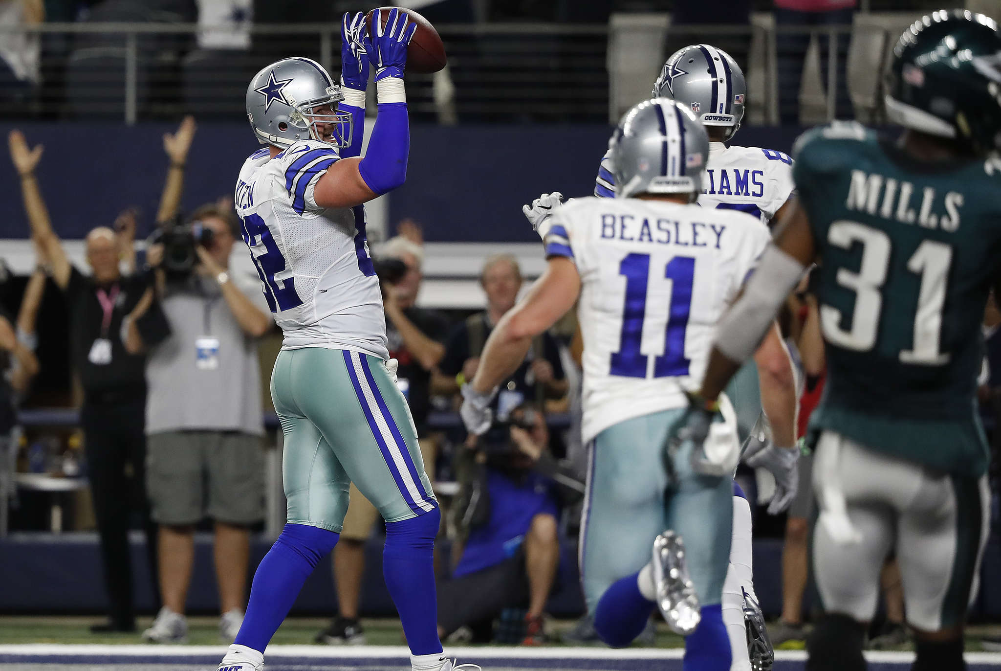Cowboys´ Jason Witten celebrates after catching the winning touchdown pass in overtime of his team´s 29-23 win over the Eagles almost two months ago.