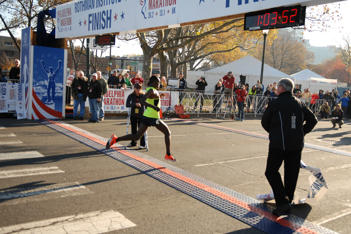 Tsegaye Getachew, 19, of Ethiopia, won the 2016 Philadelphia Half Marathon on Saturday, Nov. 19.