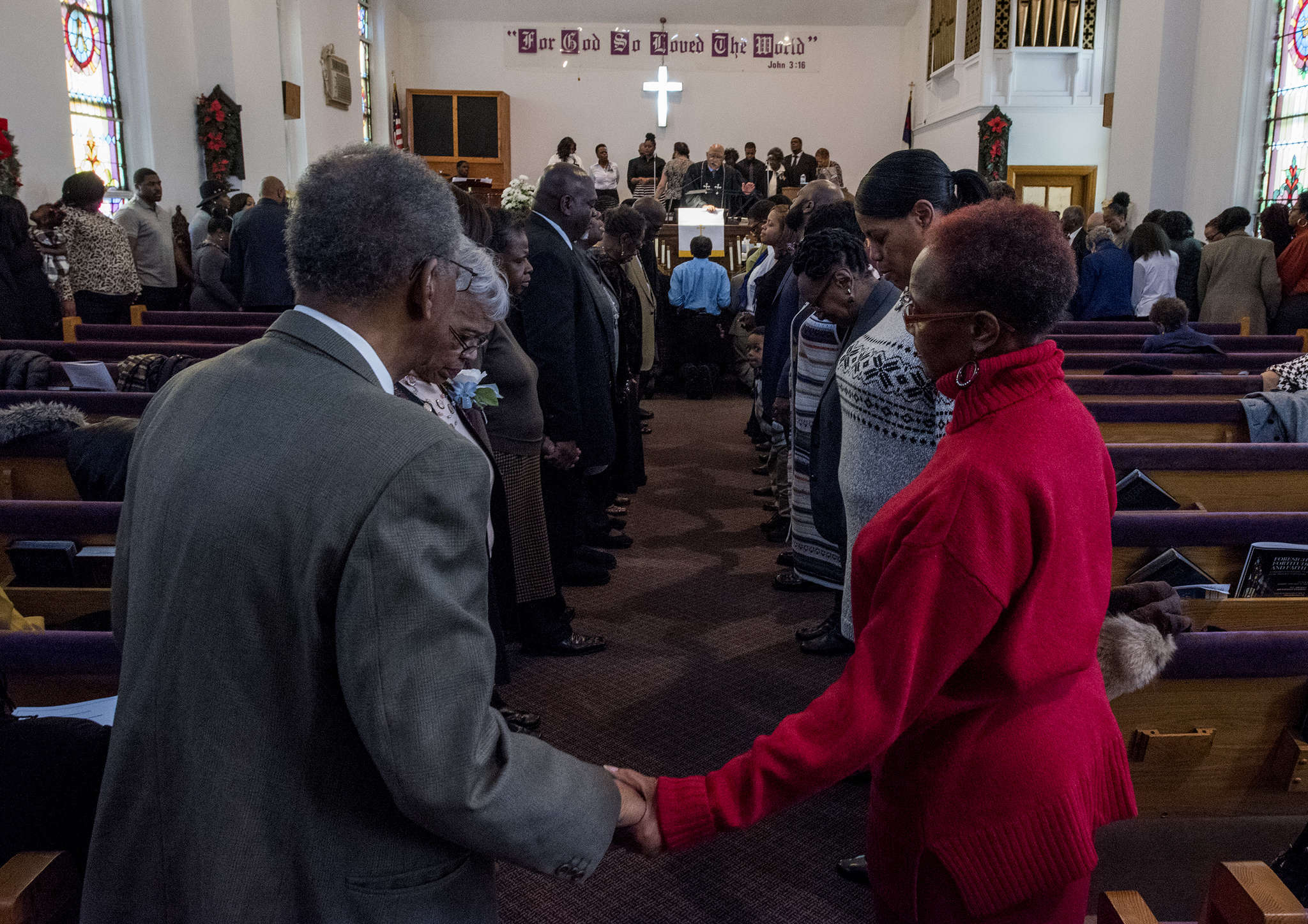 "Congregants of the First Colored Wesley Methodist Church gathered around the altar and in the aisles Sunday at the final service at the church´s site at Fitzwater and South 17th Streets. ""You can´t stop change,"" a former pastor reminded the congregation. Officials hope to head northwest to a location with parking that is closer to members who left the Graduate Hospital area. Story, B1. CLEM MURRAY / Staff Photographer"