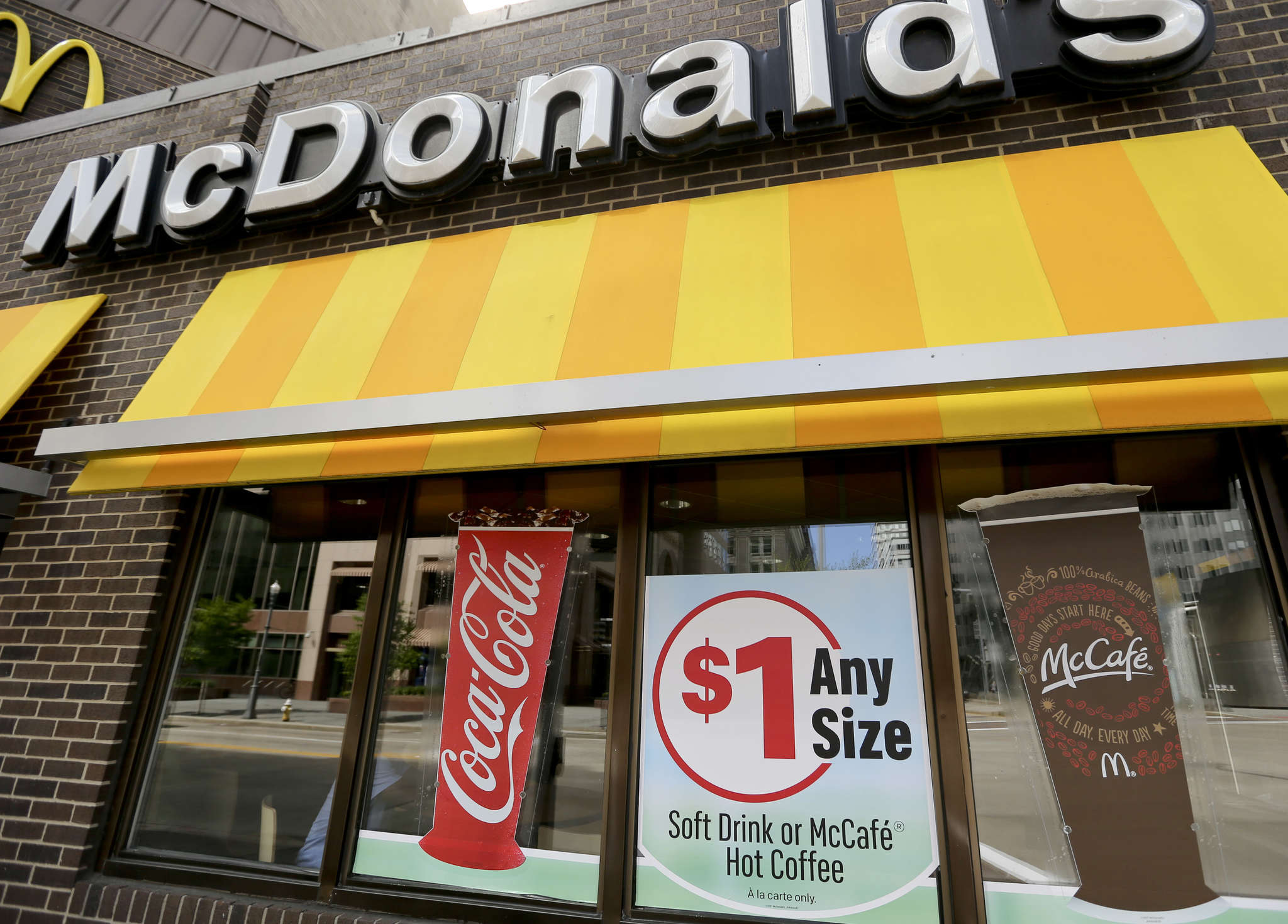 New menu items, less expensive drinks, and new technology helped drive up McDonald´s first-quarter earnings. Profits rose 8 percent, to $1.21 billion. Same-store U.S. sales were up 1.7 percent. The stock gained 5.6 percent, or $7.47, to $141.70.