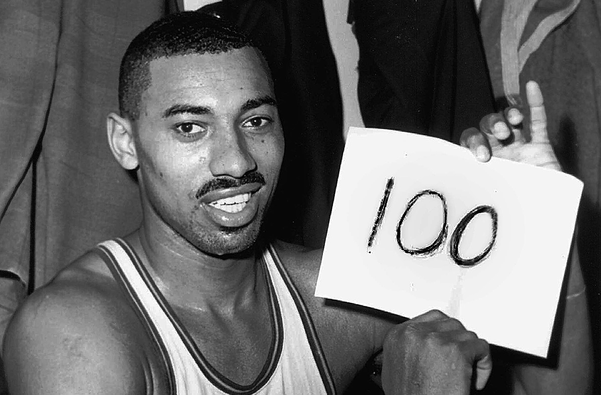 March 2, 1962 was the most famous night of Wilt Chamberlain´s career. He scored 100 points in the Philadelphia Warriors´ 169-147 win over the New York Knicks in Hershey. In the locker room after the game, statistician Harvey Pollack wrote the number 100 on a piece of paper for Chamberlain to hold up.