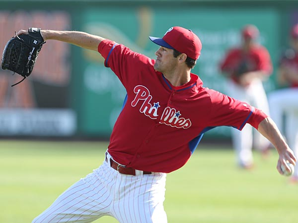 Cole Hamels long tosses before a Spring Training game. (Yong Kim/Staff Photographer)