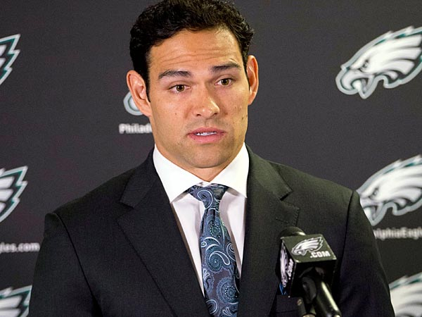 The battle between Mark Sanchez (above) and Matt Barkley for the Eagles´ backup quarterback job should be a very interesting one. (Matt Rourke/AP file photo)