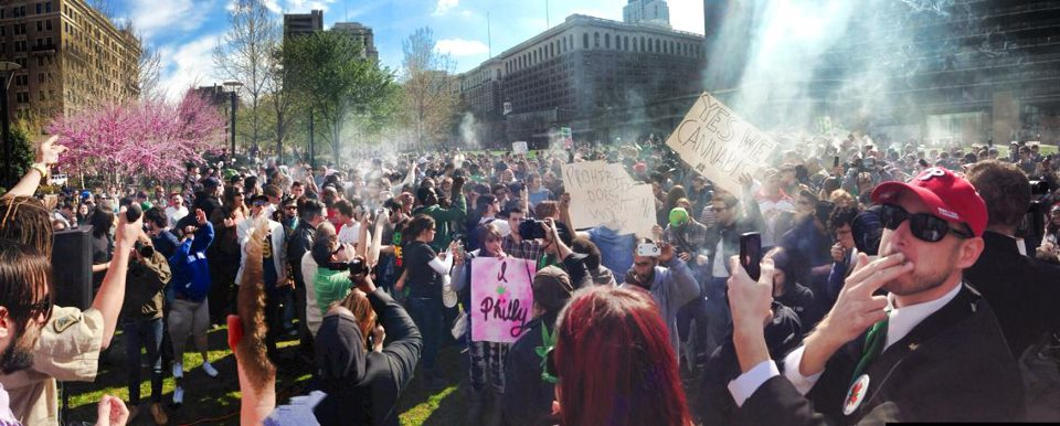 At 4:20 p.m. on April 20 a cloud ascended on Independence Mall. (Philly420 Columnist Chris Goldstein in red ball cap at right)