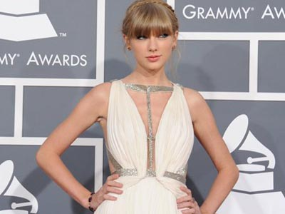 Taylor Swift arrives at the 55th annual Grammy Awards on Sunday, Feb. 10, 2013, in Los Angeles.  (Photo by Jordan Strauss/Invision/AP)