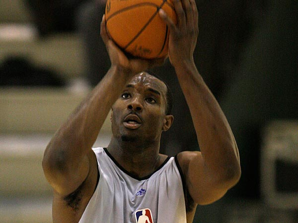 Georgia Tech´s Gani Lawal (48) during the NBA Draft Combine workout Thursday, May 20, 2010 in Chicago. (AP Photo/M. Spencer Green, Pool)