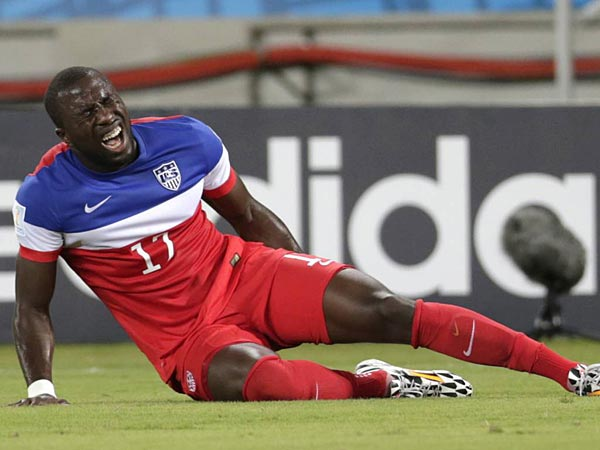 United States´ Jozy Altidore grimaces after pulling up injured during the group G World Cup soccer match between Ghana and the United States at the Arena das Dunas in Natal, Brazil, Monday, June 16, 2014.  (AP Photo/Dolores Ochoa)