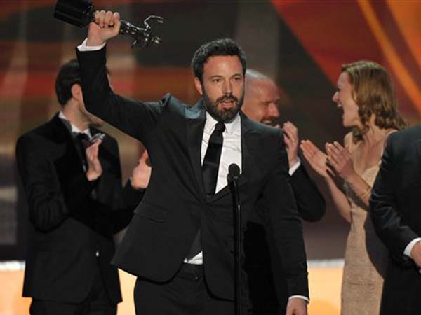 Ben Affleck, center, and the cast of argo accept the award for outstanding cast in a motion picture for ìArgoî at the 19th Annual Screen Actors Guild Awards at the Shrine Auditorium in Los Angeles on Sunday Jan. 27, 2013. (Photo by John Shearer/Invision/AP)