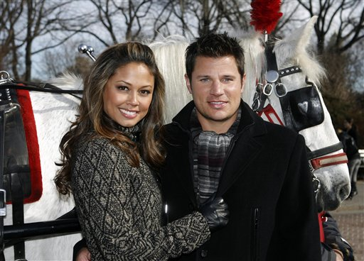 In this Feb. 9, 2010 photo, Vanessa Minnillo and Nick Lachey pose together with a carriage horse in New York&acute;s Central Park . After dating for more than five years, Nick Lachey and Vanessa Minnillo are married, Friday, July 15, 2011. (AP Photo/Jason DeCrow)<br />