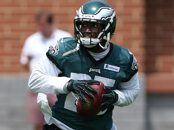 Eagles&acute; LeSean McCoy catches a pass during the Philadelphia Eagles<br />Training Camp at the NovaCare Complex in Philadelphia on July 27,<br />2014. (David Maialetti/Staff Photographer)