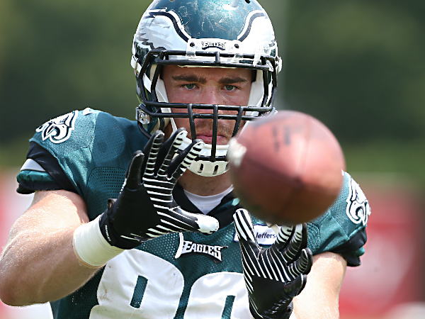 Zach Ertz catches a ball from a football passing machine at the NovaCare Complex. (David Maialetti/Staff Photographer)