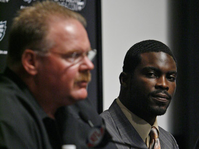 New Eagles quarterback Michael Vick looks toward Coach Andy Reid during a press conference this morning at the NovaCare complex.     (Alejandro A. Alvarez / Staff Photographer)