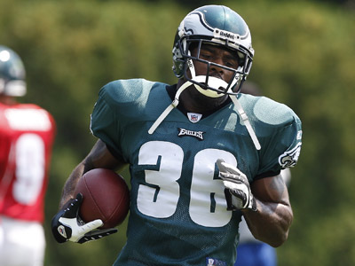 Brian Westbrook is coming off two surgeries, nearing 30 and didn´t exactly have his best season last year.      (David Maialetti / Staff Photographer)