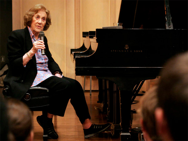 Marian McPartland talks with students at the University of South Carolina during a master class at the School of Music in 2007. McPartland, 95, a jazz pianist and host of the National Public Radio show, died Tuesday. (BRETT FLASHNICK / Associated Press )