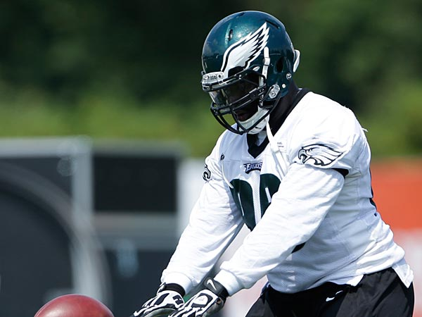 Philadelphia Eagles´ Bennie Logan runs a drill at NFL football training camp in Philadelphia, Tuesday, July 23, 2013. (AP Photo/Matt Rourke)