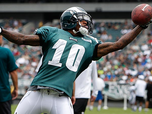 DeSean Jackson catches a ball during Philadelphia Eagles Training Camp<br />at Lincoln Financial Field in Philadelphia on July 28, 2013. ( DAVID<br />MAIALETTI / Staff Photographer )