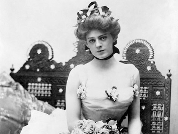 Ethel Barrymore in 1901, wearing one of the dresses from Captain Jinks of the Horse Marines. (Wikimedia Commons)