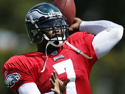 Eagles quarterback Michael Vick will be eligible to play in Week 3. (AP Photo/Matt Rourke) <br />