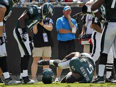 Teammates watch Donovan McNabb roll over after being injured in the third quarter.      ( Ron Cortes / Staff Photographer )